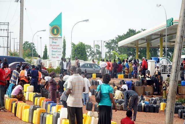 Consumers-queue-up-for-fuel-at-an-NNPC-station.jpg