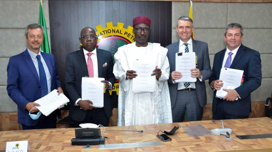 OML-118-agreement-signing-ceremony.jpeg